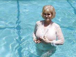 old milf within the pool