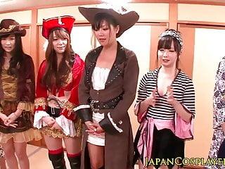 日本角色扮演辣妹噴在狂歡