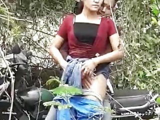 Short stop to fingerfuck her pussy 2