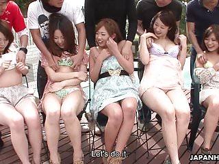 亞洲人正在把他們的濕貓手指真正的深