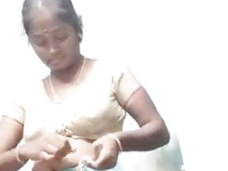 Madurai boiling hot tamil aunty madhumitha displaying her naked physique