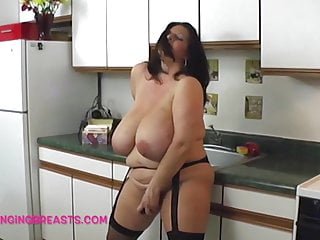 Huge Boobs Maria Moore masturbating