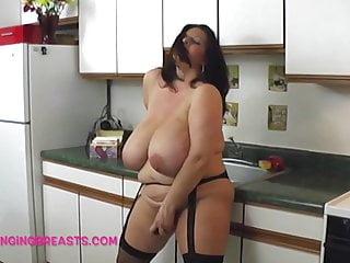 Huge Boobs Maria Moore masturbating