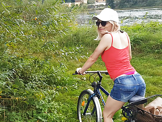 Bike tour ends with a double load of cum ...