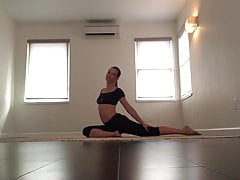 Evangeline Lilly doing her yoga workout
