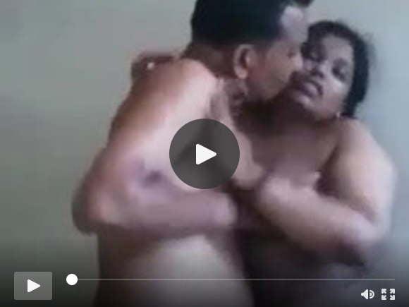 भारतीय चाचा पत्नी की छोटी बहन के साथ गड़बड़ में गड़बड़