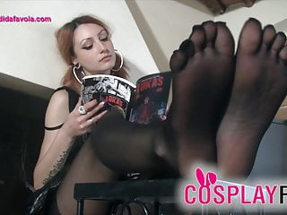 Schoolgirl wearing five toes pantyhose drives you crazy...