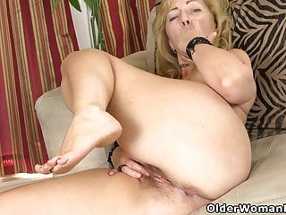 Striptease Mature Pantyhose video: An older woman means fun part 316