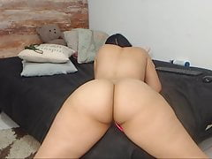 ms sapphire showing her perfect body and twerking