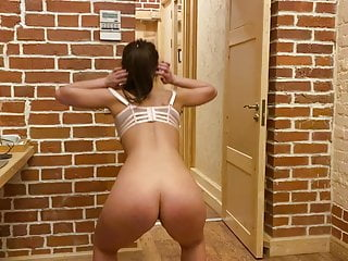 Voyeur Homemade Casting video: Whore russian prostitute Ulia does squats, weightlifting