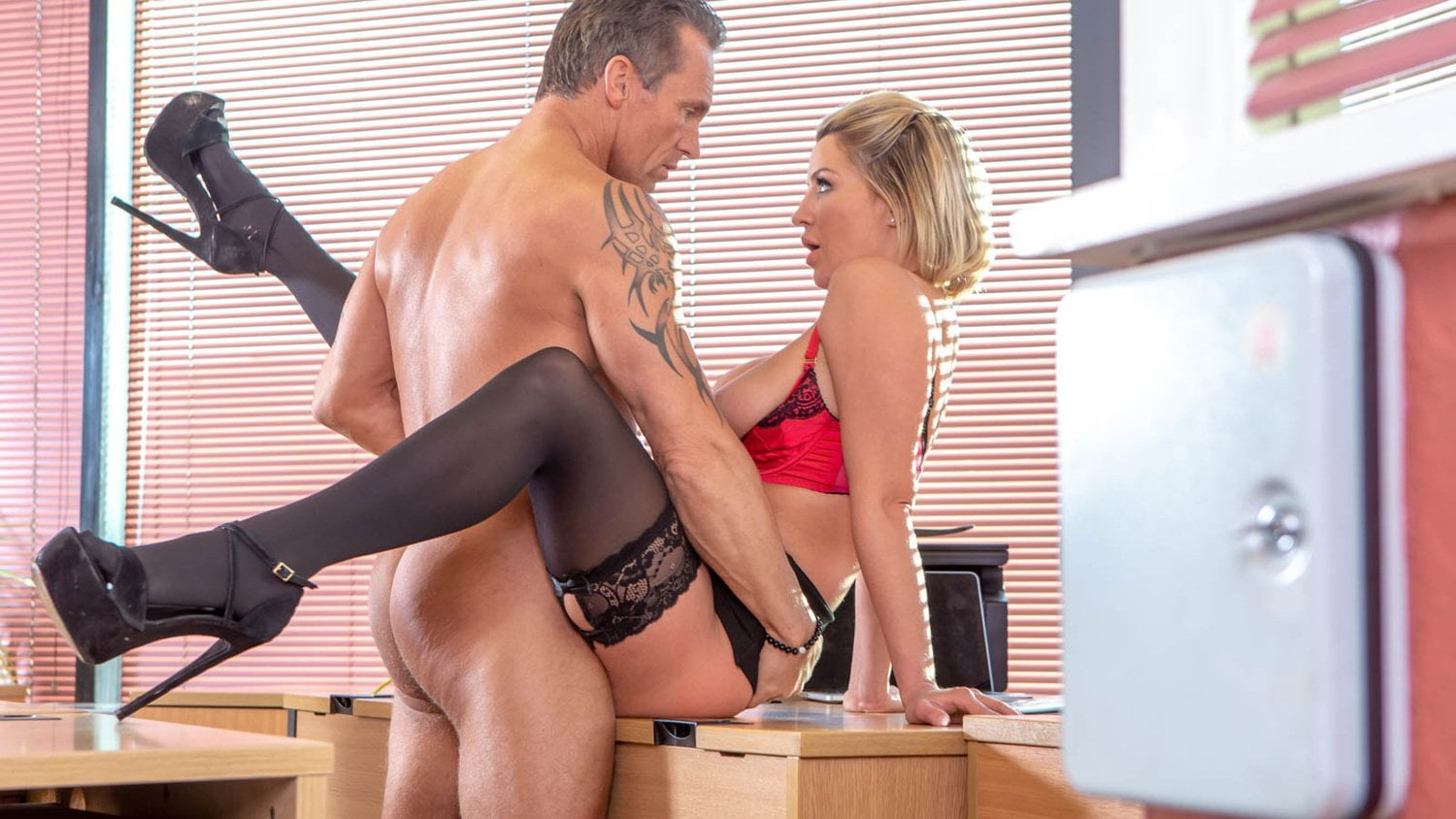 Private.com – British babe Sienna Day fucks her boss