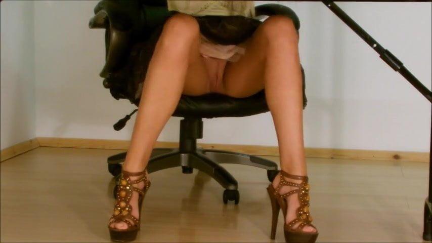 Latina Upskirt No Panties