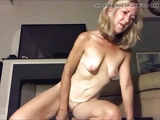Kleine Saggy Tits Blowjob