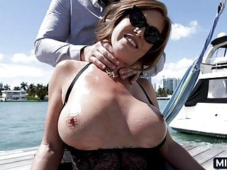 MILF in Miami needs a good dick to suck