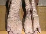 Segare i piedi con grande sega.