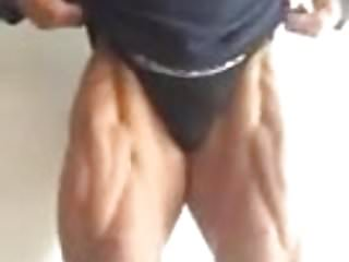 Escort bodybuilder flexing bulgrian...