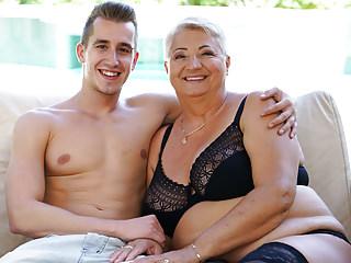 Tette grasse delle nonne ricoperte di sperma
