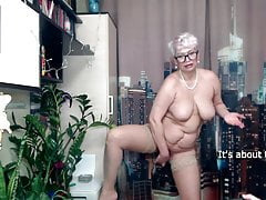 Zucchini and carrot in the mature pussy of a MILF secretary.