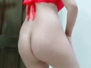 SUPERSEXY BABE DANCING AND STRIPPING