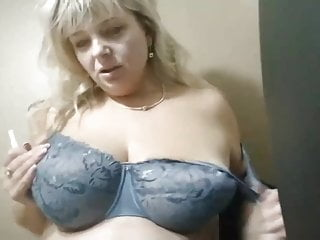 Public play, mature women play on restaurant toilet – RealM