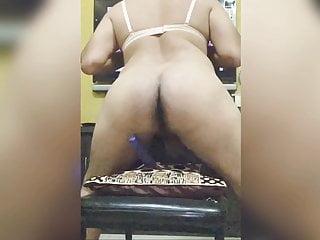 Desi bottom shaking ass...