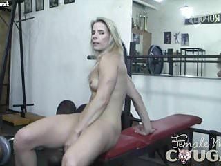 Mommy Feminine Bodybuilder Masturbates within the Gymnasium