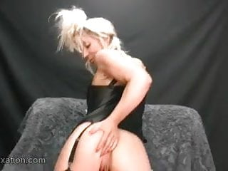 Hot blonde Milf shows off her amazing juicy wet lady lips