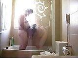 mi gorda en la ducha de un hotel
