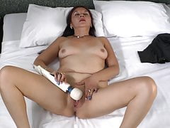 Latin mature mother Bella and hitachi sex toy
