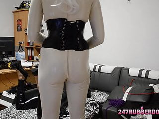 Latex girl acquires sure be Shemale Rubber Mistress
