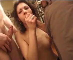 voisine se fait partouzer par 3 mecs Free Homemade Porn Movies