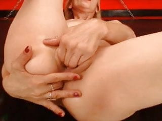 Finger in in pussy on this milf...