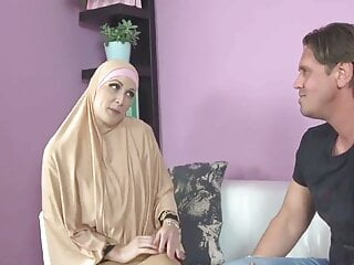 rough cumshot, buxom Muslim lady knows how to suck a dick