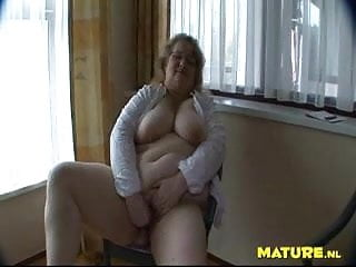 Fat ugle mature getting a faceful