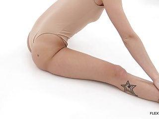 Sexy gymnastic teen Zu Zu