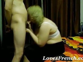 Une femme plus agee cherche un partenaire...