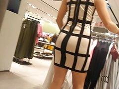 Grote kont tienerwitte strakke jurk met grote kont