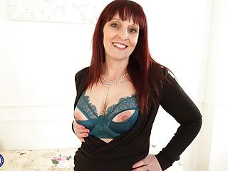 Sexy British housewife Beau Diamonds with amazing mature