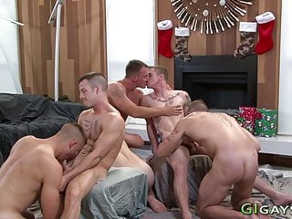 Buff soldiers suck in group and bareback fuck