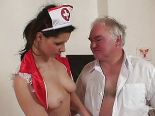 Alter Sack fickt Krankenschwester