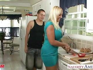La mamma bionda e grassa Alexis Golden prende il cazzo