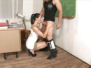 Il maestro di scuola ha bisogno di una lezione anale
