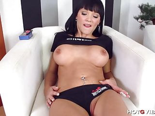 Pussy flicking for this hot brunette...