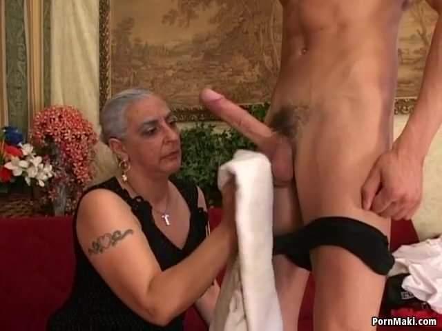 Anyuci szereti a fia hatalmas farkát szopni és baszni szex videó