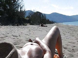 Beach Display masturbation – Man watching (2)