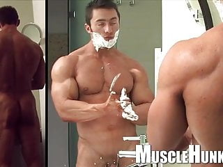 Bodybuilder teas jerk off & cum