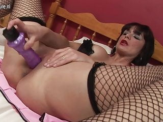 Sexy British mother loves her big dildo