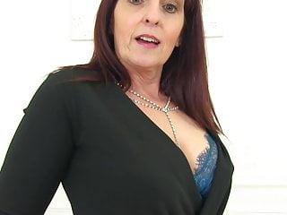 Posh sex queen feeding pussy...
