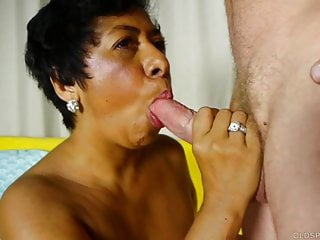 Lady loves sucking and fucking for a facial...