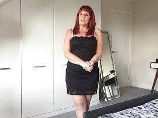 Hot uk mum shows all...